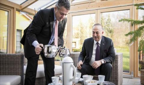 انتقاد لتقديم وزير خارجية ألمانيا الشاي لنظيره التركي (تفاصيل)