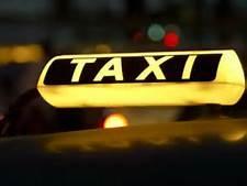 سائق تاكسي يتحدى السلطات ويهدد أحد أفراد أمن الطرق
