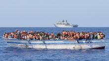إنقاذ 64 مهاجراً بالبحر